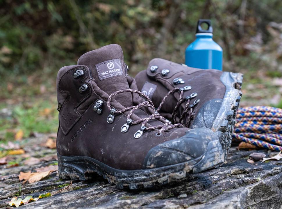 fdea784e9b3 Правилно избраните обувки за планина ще ви осигурят комфортно и приятно  изживяване, независимо дали изкачвате високопланински, скалисти и заледени  терени, ...